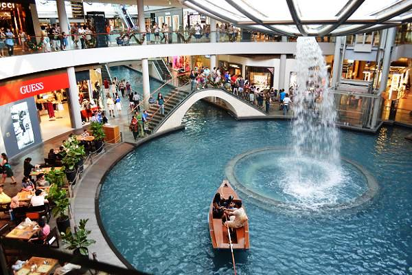 the shoppes at marina bay sands fountain